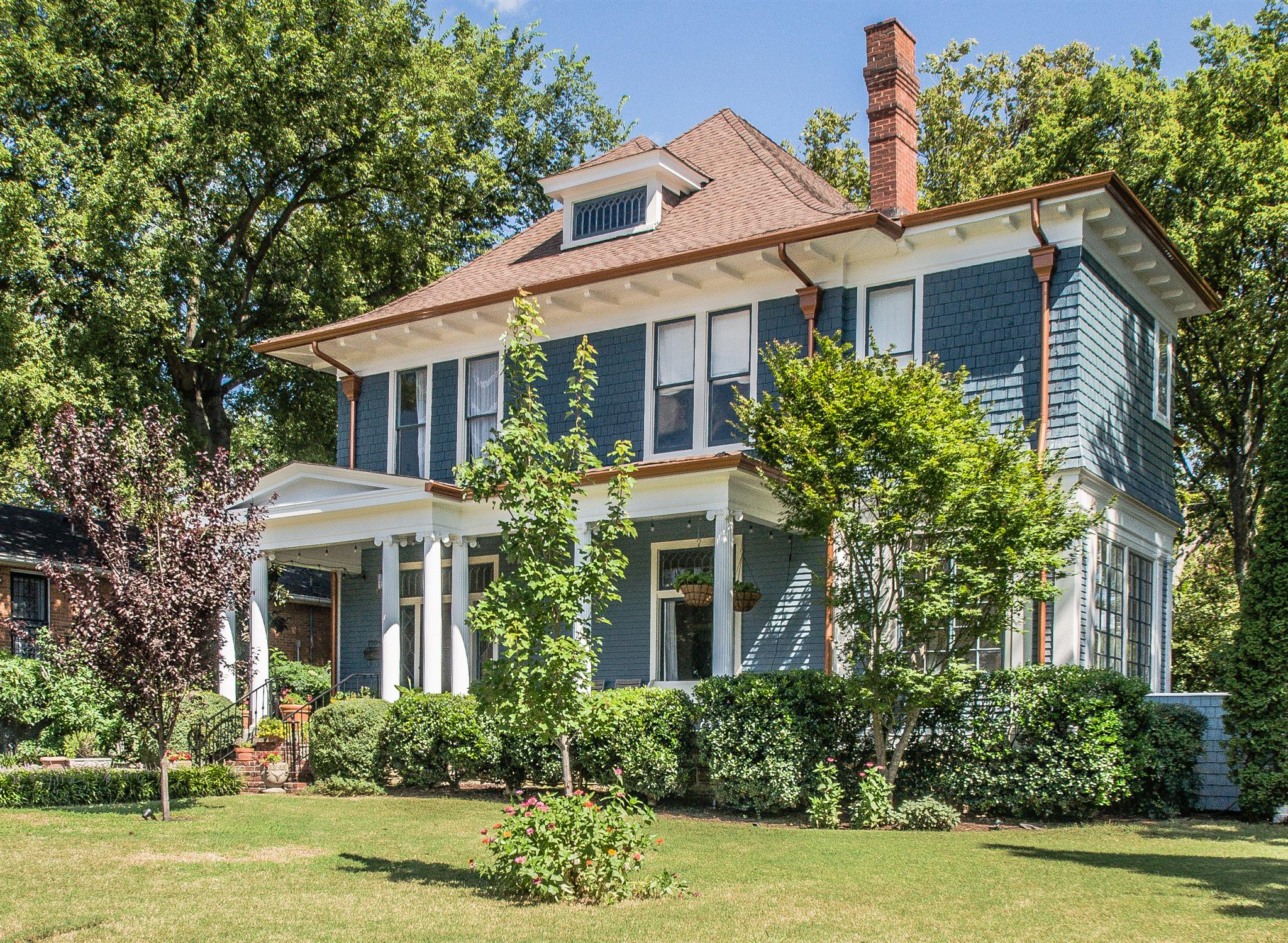 homes for sale on sweetbriar avenue Nashville TN