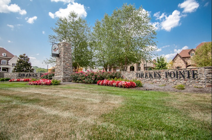 Homes For Sale in Drakes Pointe Subdivision Hendersonville TN
