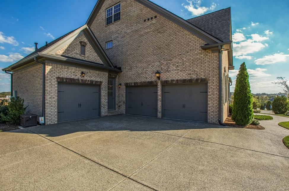 Brentwood houses with big garages nashville home guru for House with big garage