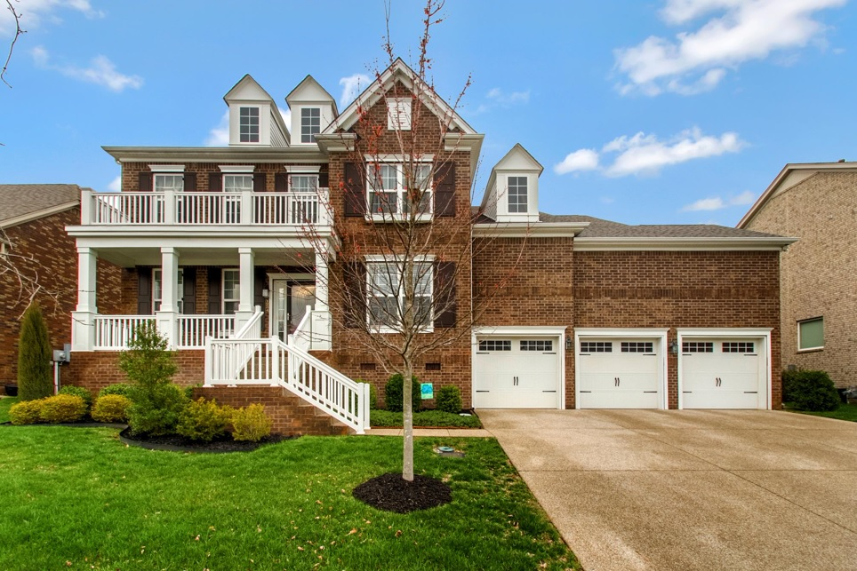 Franklin Houses With Big Garages