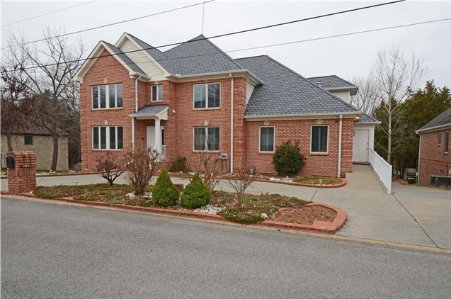 Homes for Sale in Breakwater Subdivision Hendersonville TN 37075