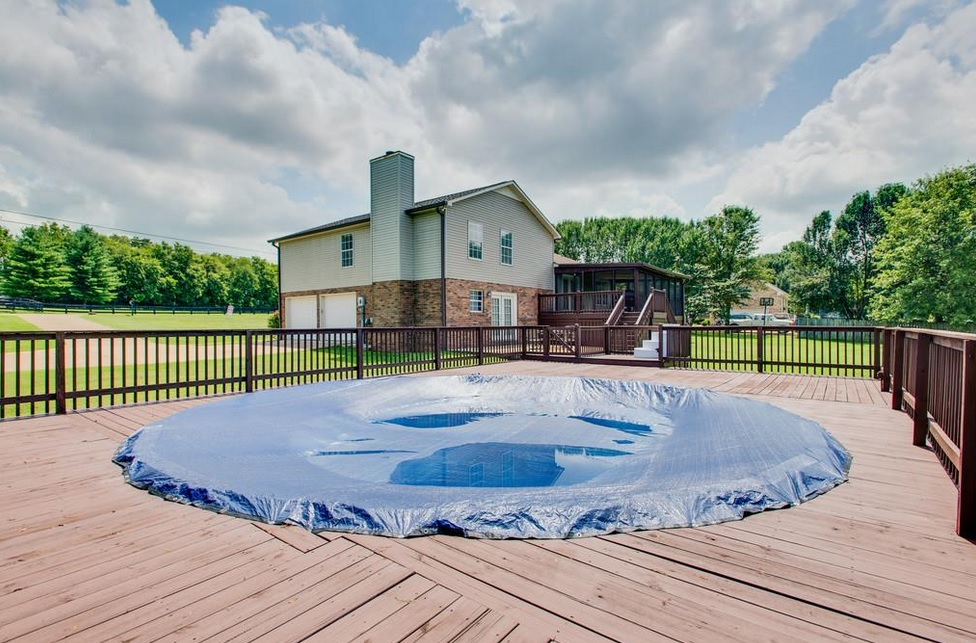 Spring Hill Homes with a Pool