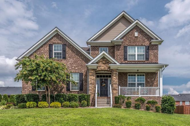 Homes for Sale in Oaks Pointe Subdivision Lebanon TN