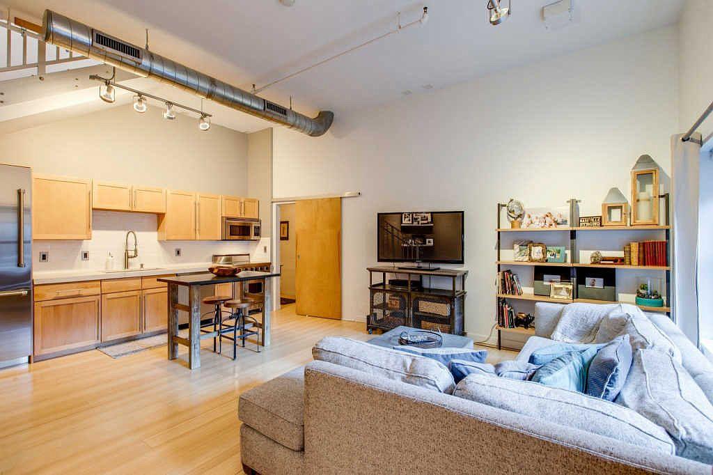 239 5th Avenue North, Unit 604