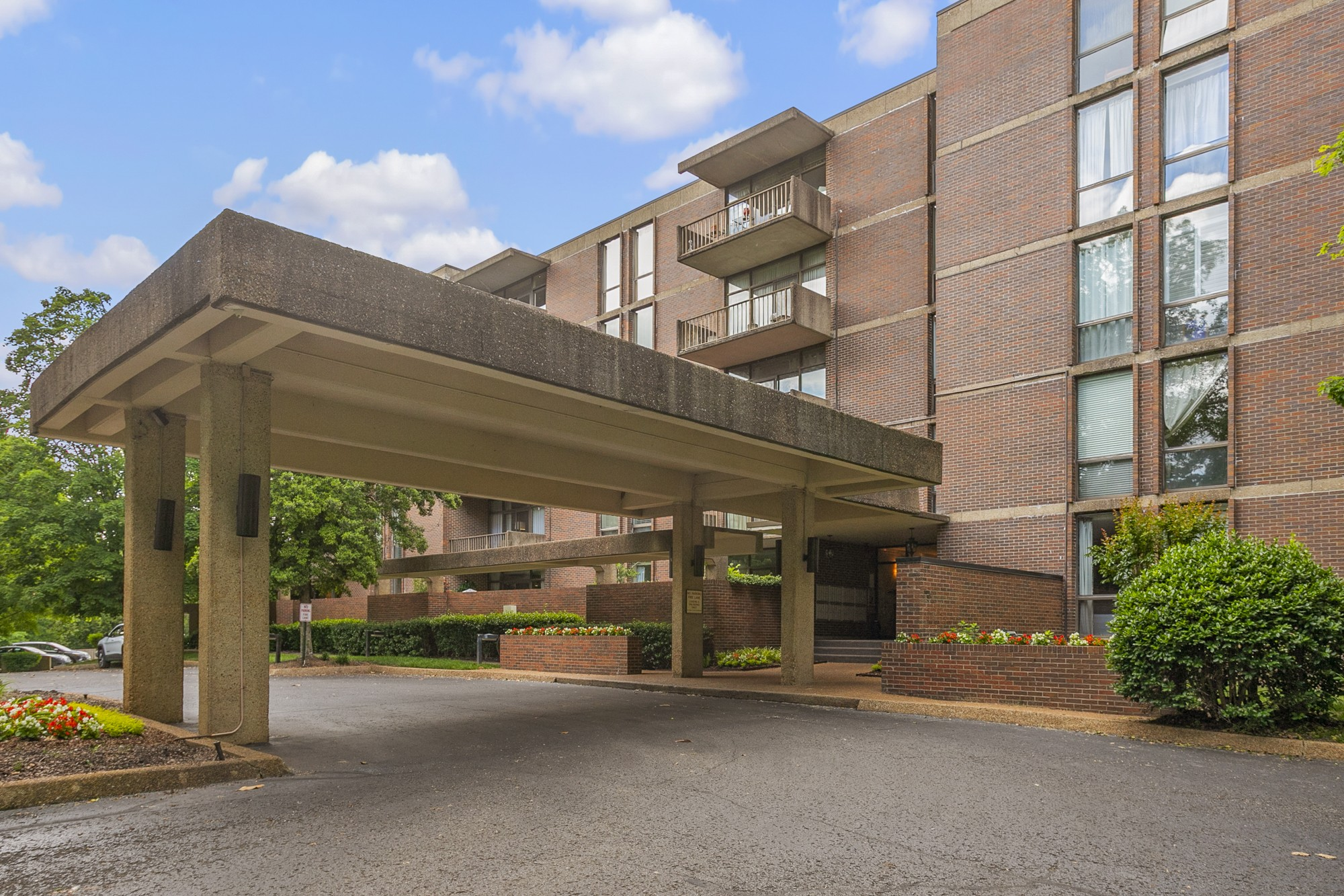 Harpeth Trace Highrise Condos Nashville TN 37221
